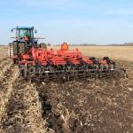 Kuhn Krause TIllage: Dominator working in field